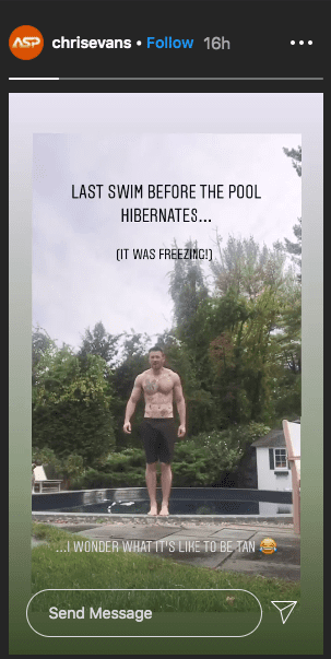 Screenshot of Chris Evans prepping to have a swim on his Instagram story | Photo: Instagram / chrisevans