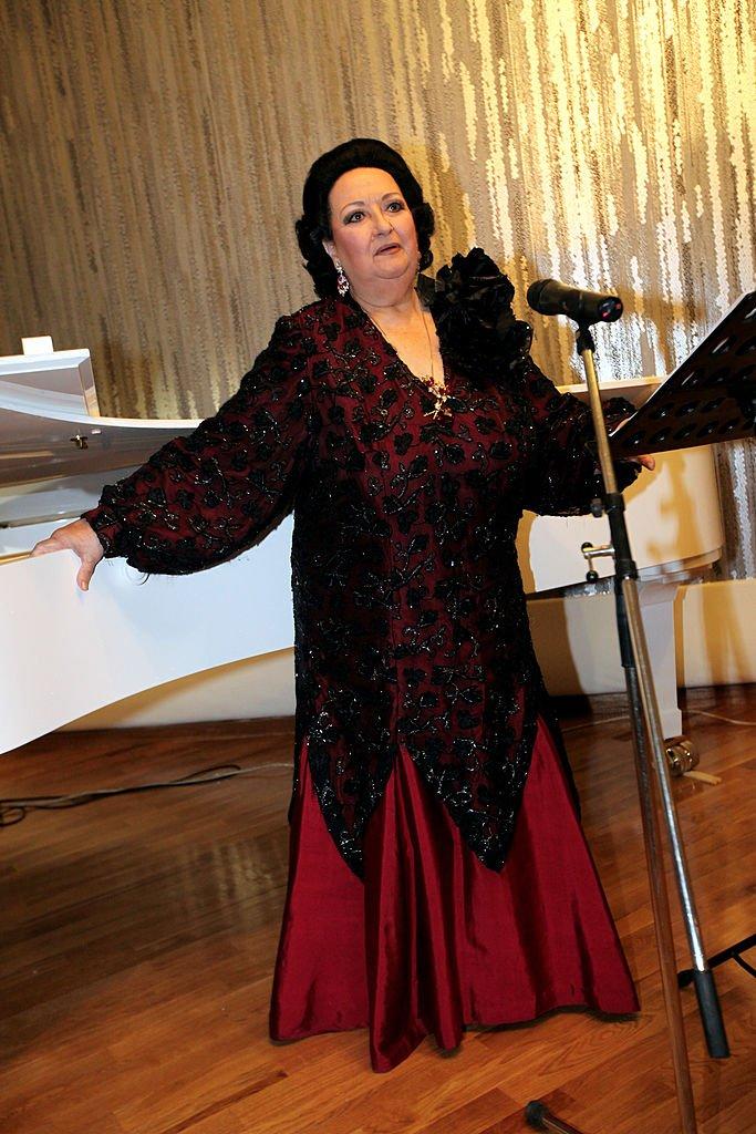 Montserrat Caballé en una recepción de cóctel del diseñador Guli el 16 de octubre de 2009, en Tashkent, Uzbekistán. | Imagen: Getty Images