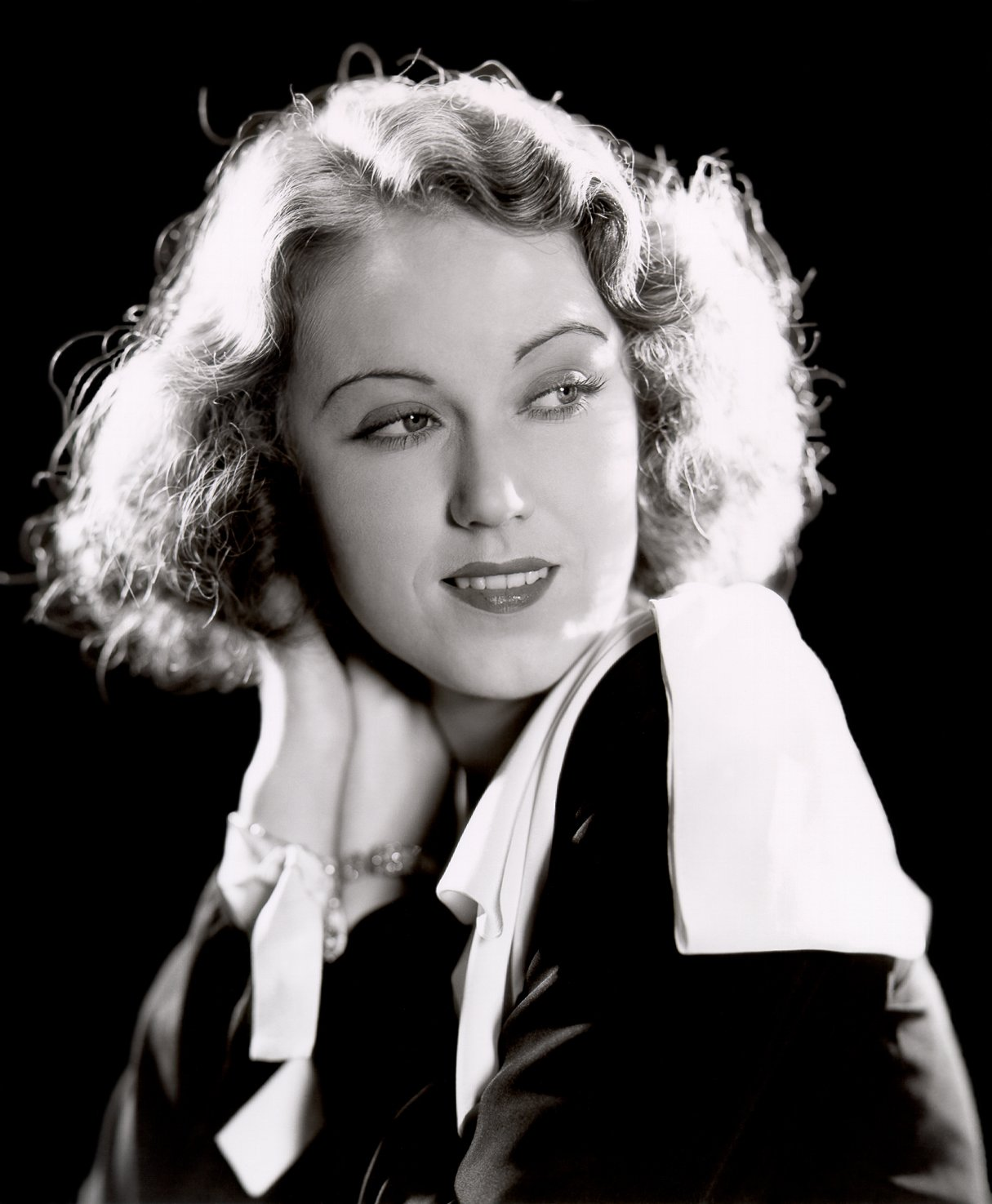 Studio publicity photo of Fay Wray. | Source: Wikimedia Commons
