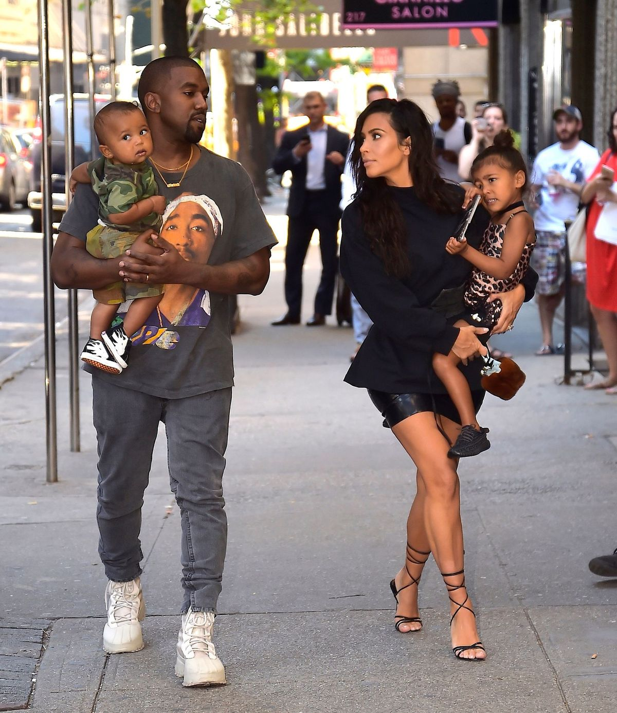 Kim Kardashian and Kanye West with North West and Saint West at the Upper East Side on August 29, 2016 | Photo: Getty Images