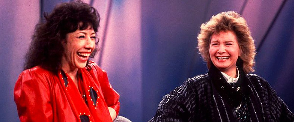 """Lily Tomlin and her partner, Jane Wagner on an episode of the """"Oprah Winfrey Show,"""" on November 2, 1986   Photo: Getty Images"""