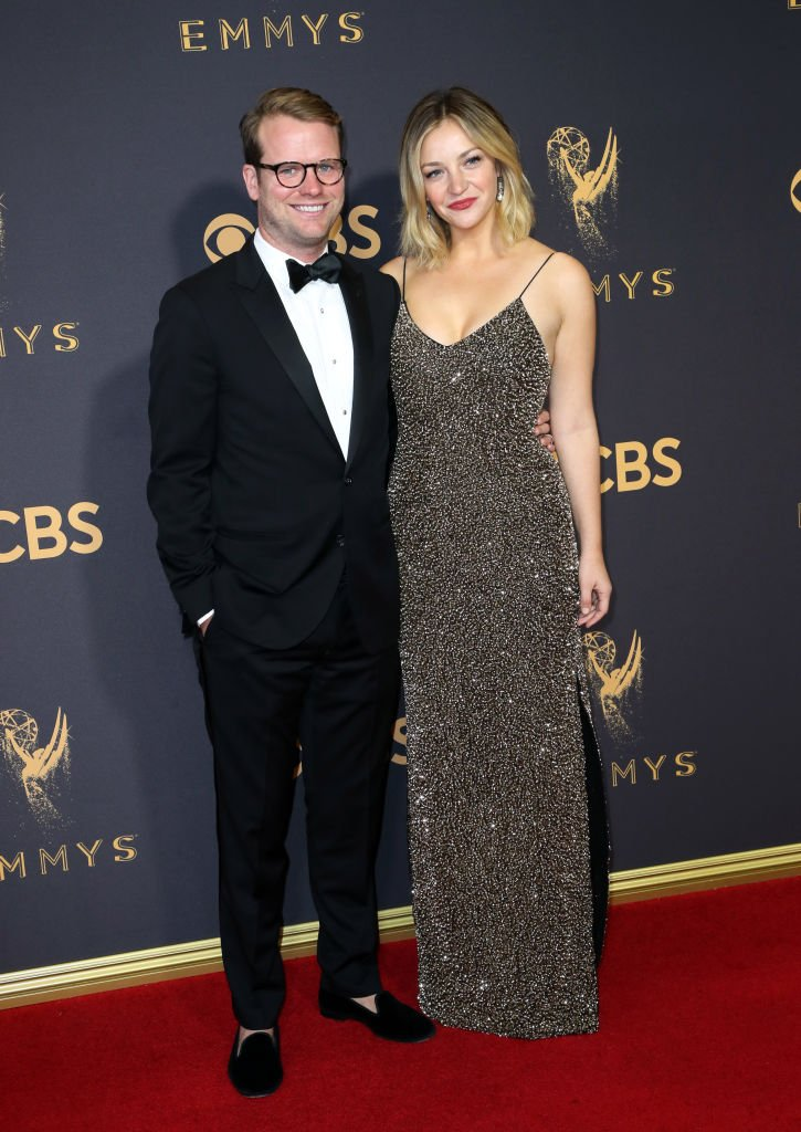Bill Kennedy and Abby Elliott attend the 69th Annual Primetime Emmy Awards - Arrivals at Microsoft Theater on September 17, 2017 in Los Angeles, California. | Source: Getty Images