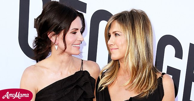 Jennifer Aniston and Courtney Cox are great friends off-screen.   Source: Getty Images