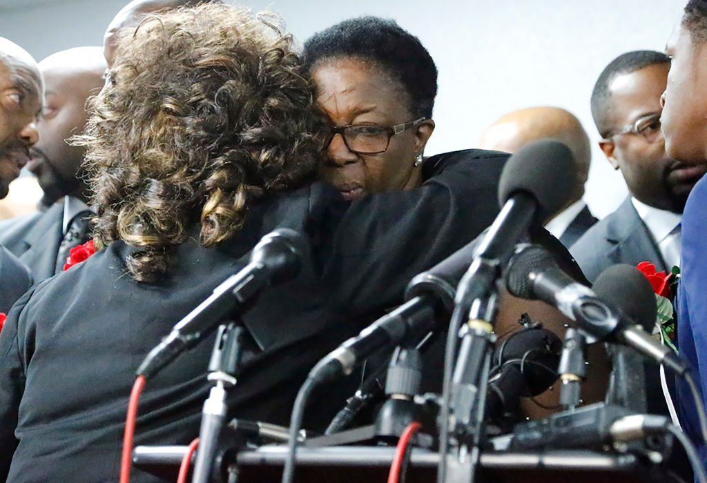 Allison Jean, mother of Botham Shem Jaen, is embraced by a supporter after a press conference at Greenville Avenue Church of Christ | Photo: Getty Images