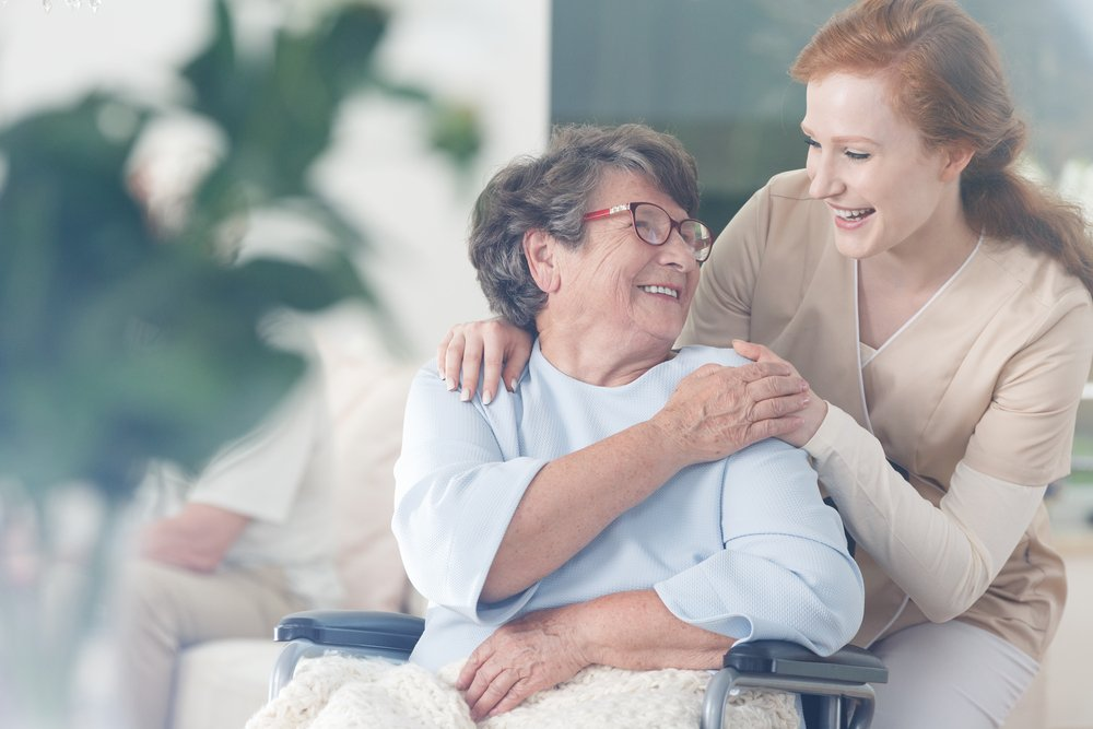 A photo of an elderly patient and a nurse at a nursing home. | Photo: Shutterstock