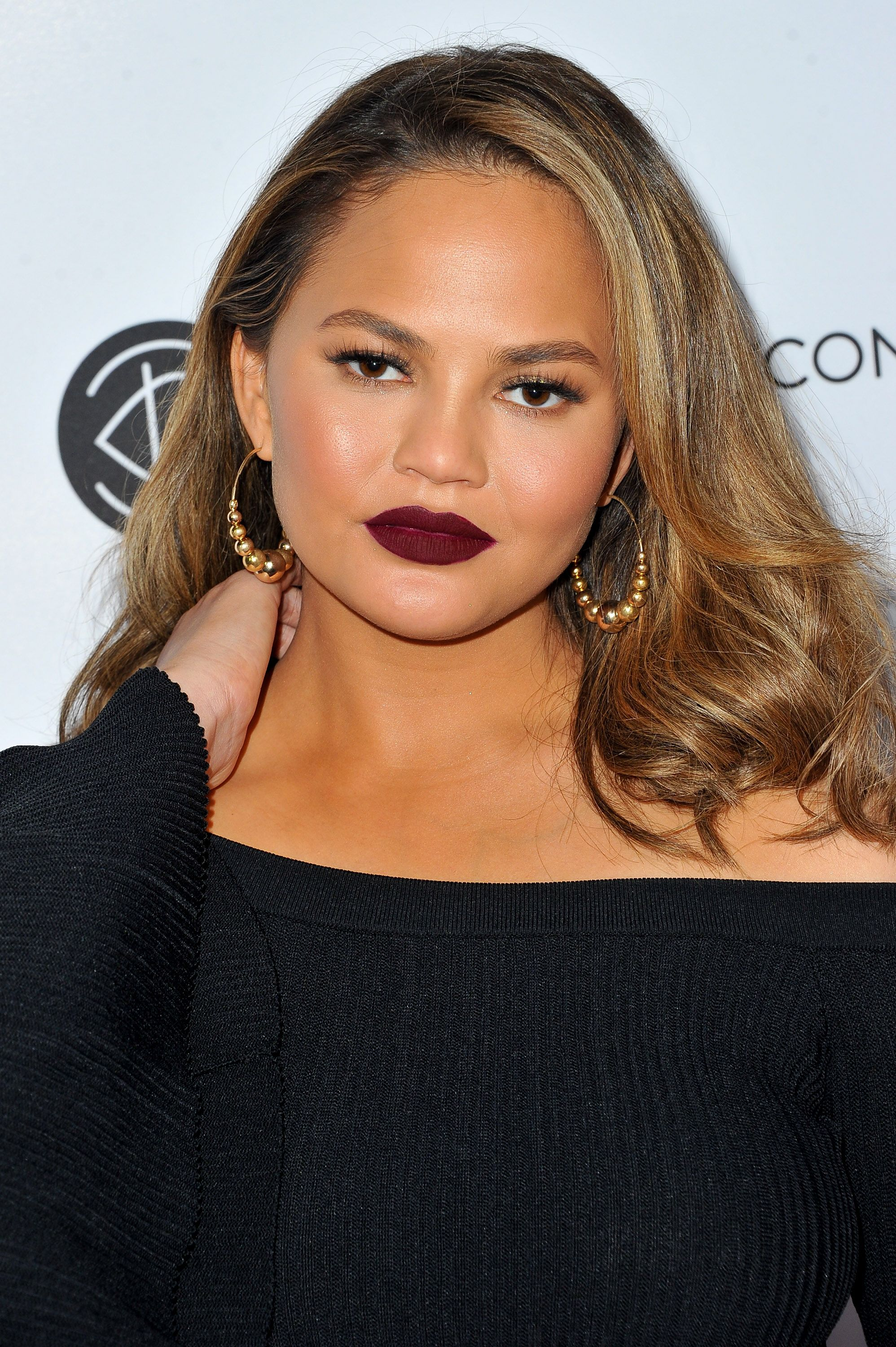 Model Chrissy Teigen at the 5th Annual Beautycon Festival Los Angeles in Los Angeles, California | Photo: Allen Berezovsky/Getty Images for Fashion Media