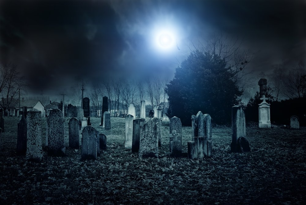 The cemetery at night looking scary | Photo: Shutterstock