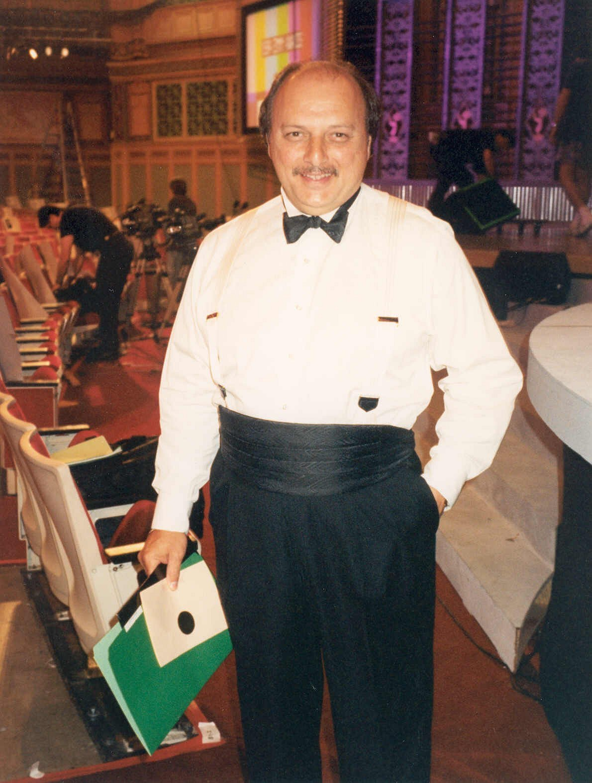 Dennis Franz at an Emmy Awards rehearsal, circa. 1994 | Source: Wikimedia Commons