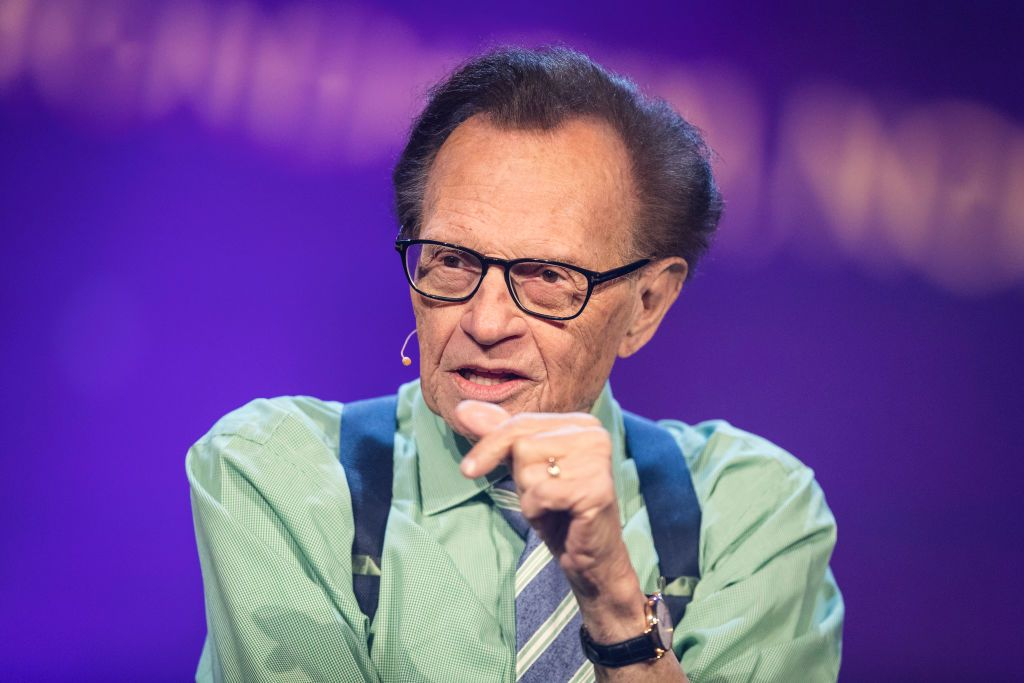 Late host Larry King participating in a discussion regarding fake news in the media during the Starmus Festival in Trondheim, Norway | Photo: Michael Campanella/Getty Images