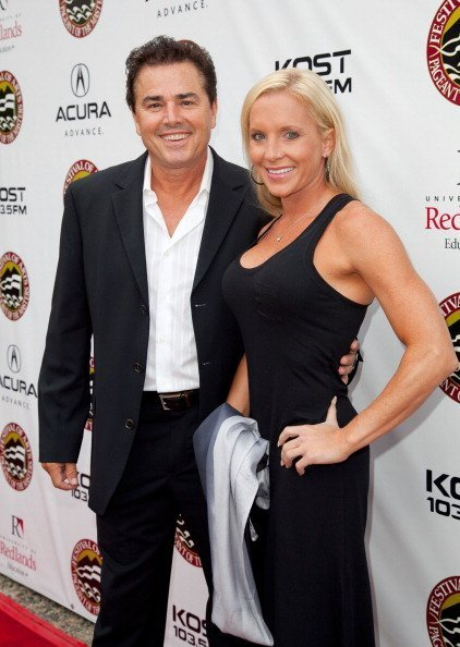 Actor Christopher Knight (L) and Cara Kokenes attend Laguna Beach Festival Of Arts' Pageant Of The Masters on August 25, 2012 in Laguna Beach, California | Photo: Getty Images