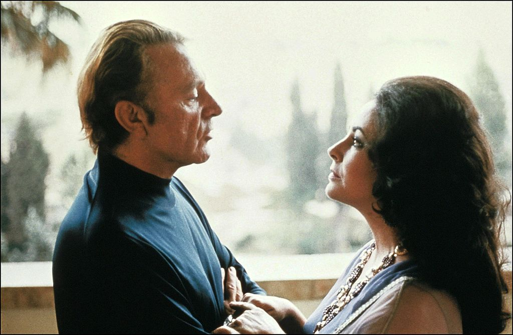 Elizabeth Taylor and Richard Burton in Israel in 1975. | Source: Getty Images