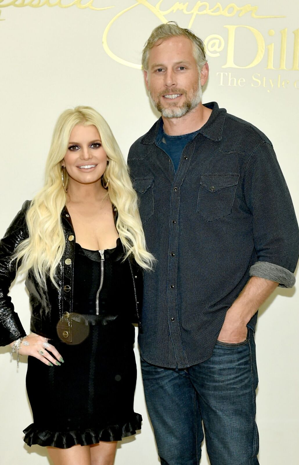 Jessica Simpson and Eric Johnson take photos during a spring style event in Dillards at The Mall at Green Hills hosted by Jessica Simpson on April 7, 2018 in Nashville, Tennesse | Photo: Getty Images