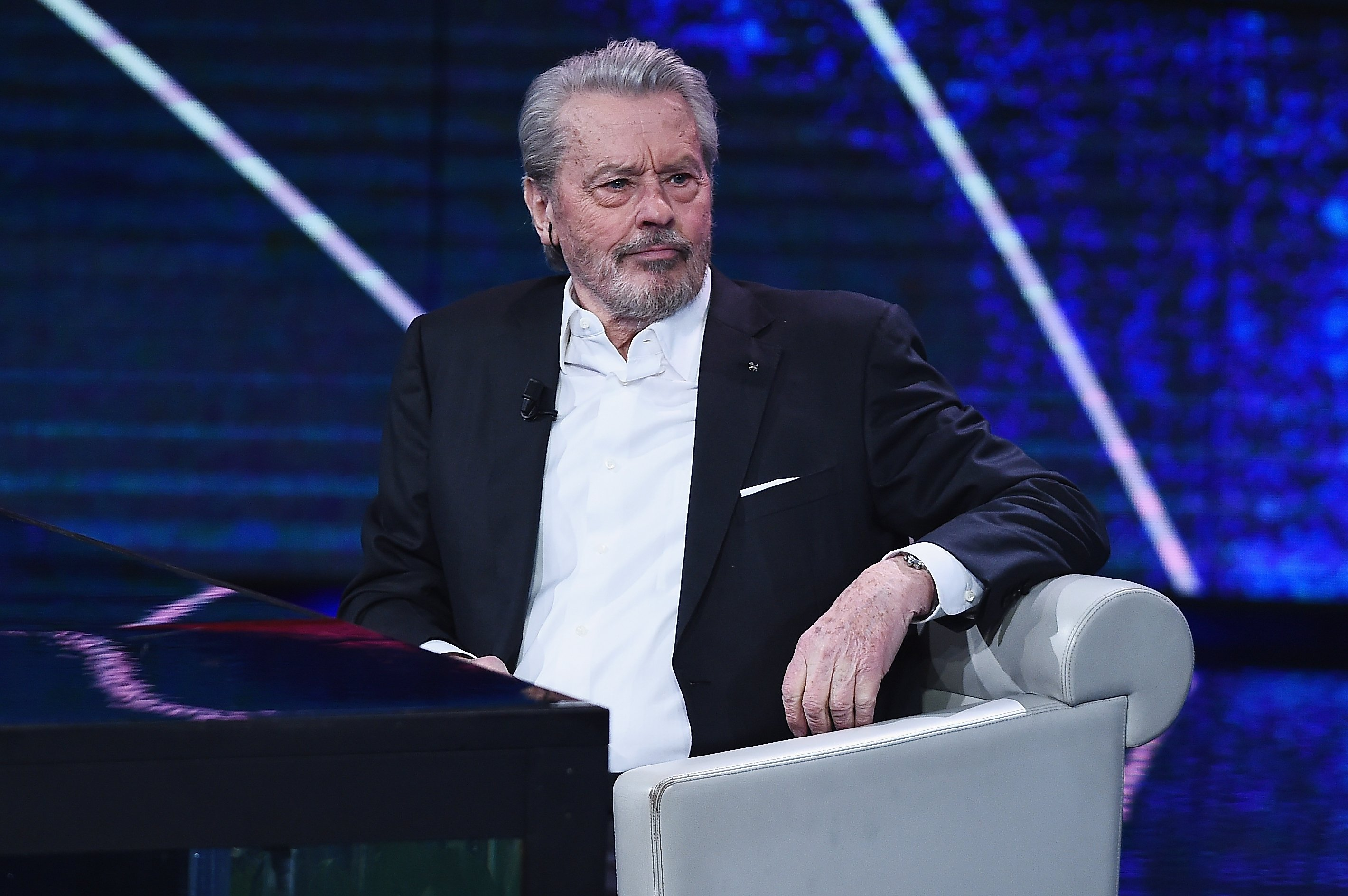 "L'acteur Alain Delon assiste au spectacle télévisé ""Che Tempo Che Fa"" le 25 mars 2018 à Milan, en Italie. 