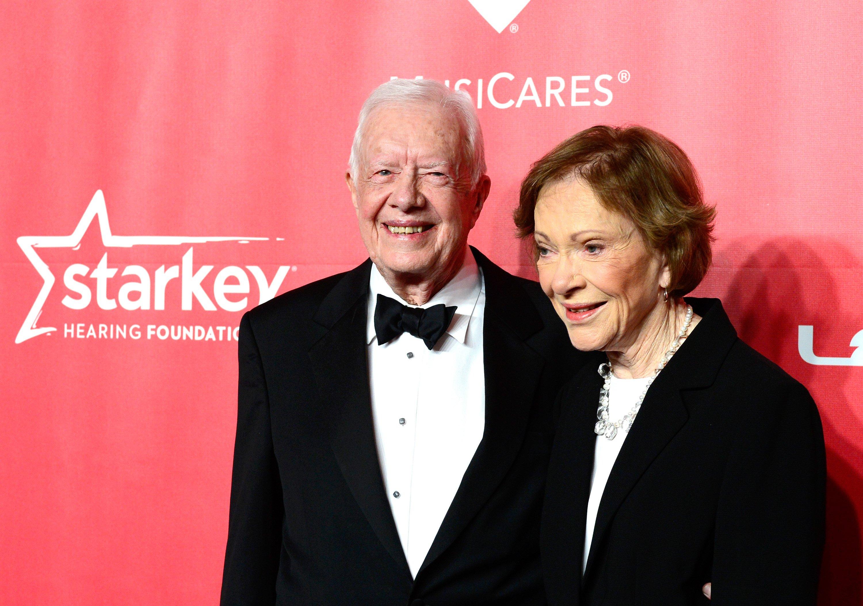 L'ancien président américain Jimmy Carter et l'ancienne Première Dame Rosalynn Carter à l'occasion du 25ème anniversaire du Gala de la Personnalité de l'année MusiCares honorant Bob Dylan au Los Angeles Convention Center, le 6 février 2015 en Californie   Photo : Getty Images