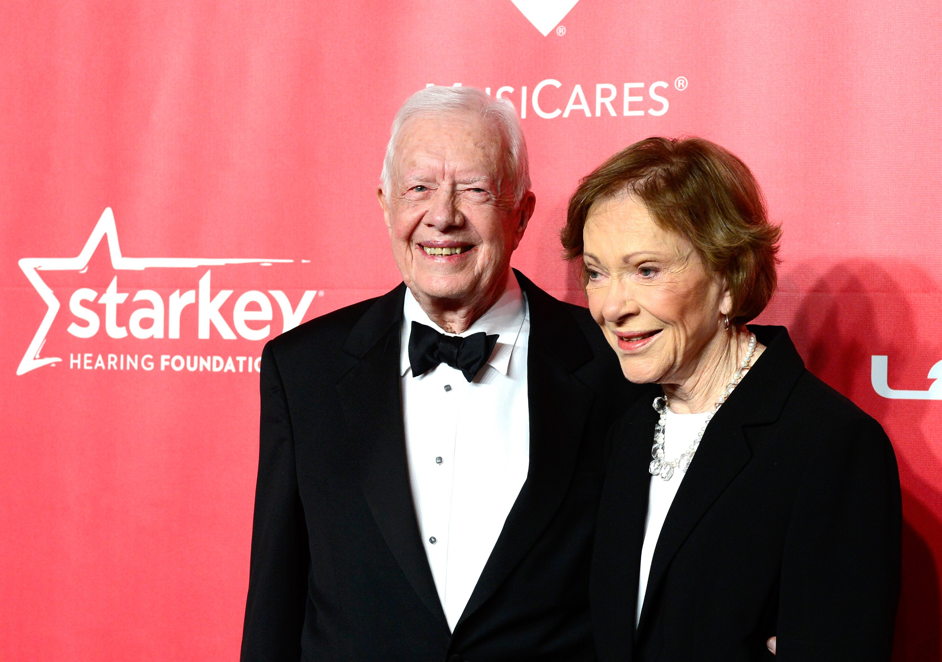 L'ancien président américain Jimmy Carter et l'ancienne Première Dame Rosalynn Carter à l'occasion du 25ème anniversaire du Gala de la Personnalité de l'année MusiCares honorant Bob Dylan au Los Angeles Convention Center, le 6 février 2015 en Californie | Photo : Getty Images