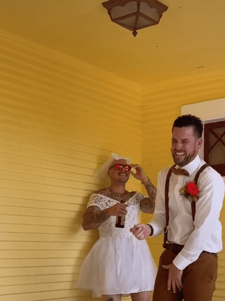 Groom laughs uncontrollably after he is pranked by his groomsman and the bride | Photo: TikTok/j_fama