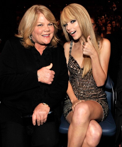 Andrea Swift and Taylor Swift at Nokia Theatre L.A. Live on November 21, 2010 in Los Angeles, California. | Photo: Getty Images