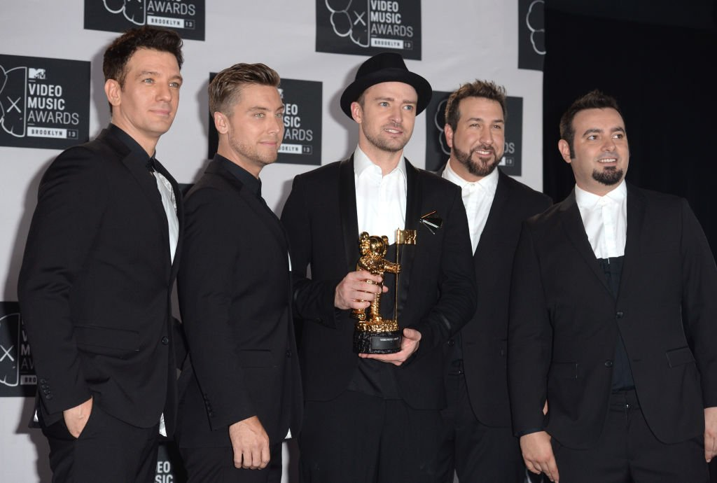 Justin Timberlake and NSync backstage in the Awards Room at the MTV Video Music Awards 2013 | Photo: Getty Images
