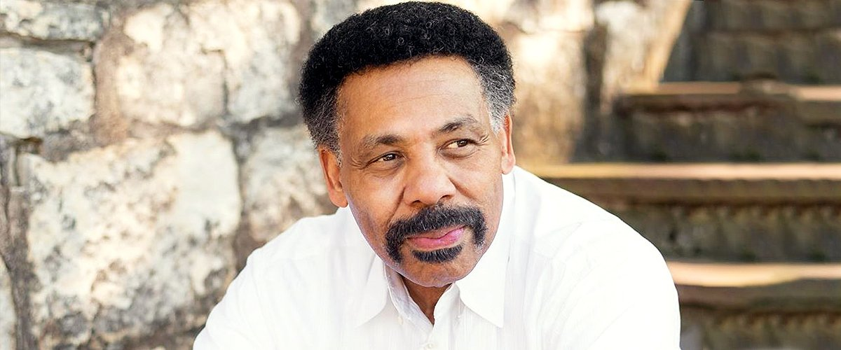 Tony Evans, the renowned preacher and the senior pastor of the Oak Cliff Bible Fellowship in Dallas. | Photo:  instagram.com/drtonyevans
