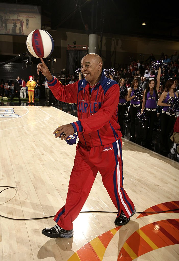 Fred Neal entertaining fans with his ball-handling during a McDonald's All-Star Celebrity Game in February 2009. | Photo: Getty Images