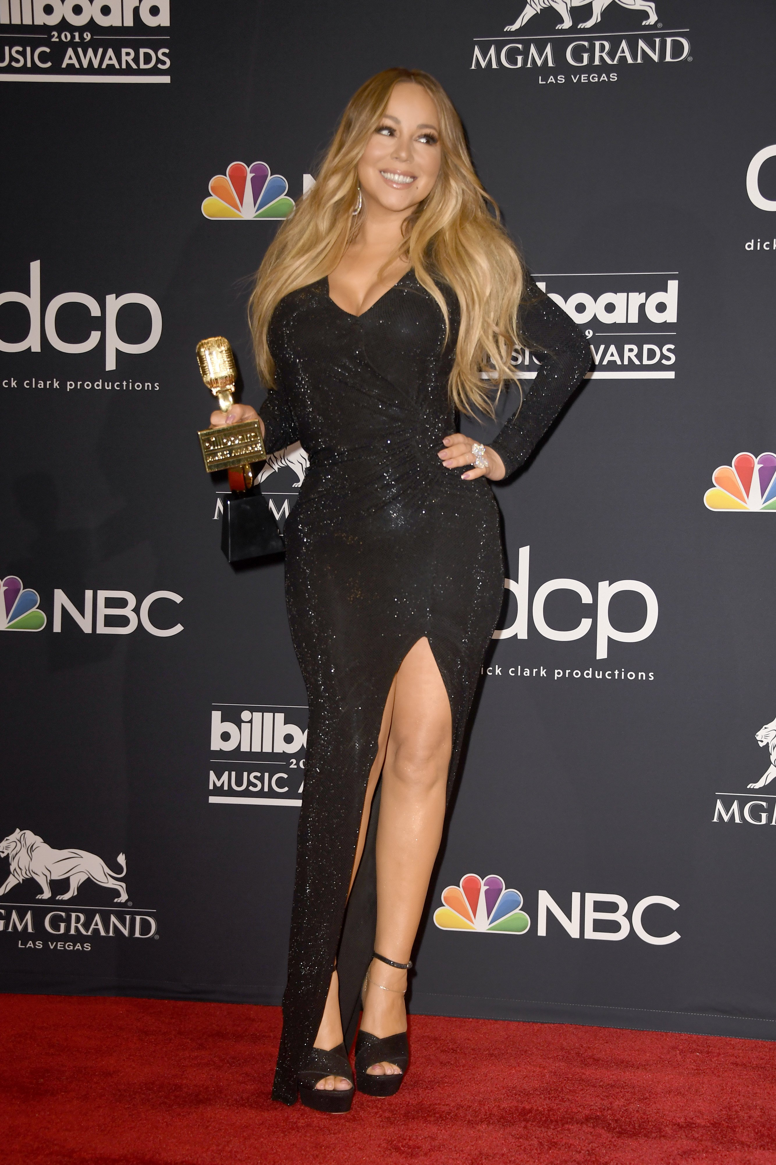 Mariah Carey poses with the Icon Award in the press room during the 2019 Billboard Music Awards on May 01, 2019, in Las Vegas, Nevada. | Source: Getty Images.