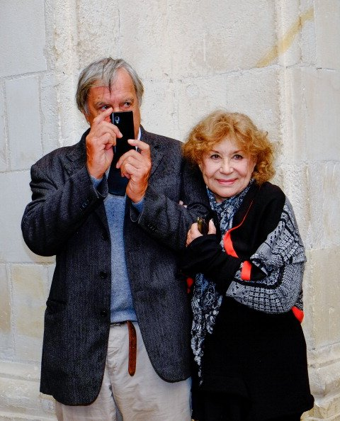 Jacques Boudet et Claire Maurier posent pendant le photocall de `` La Famille Katz '' au 15e Festival of TV Fiction le 14 septembre 2013 à La Rochelle, France. | Photo : Getty Images