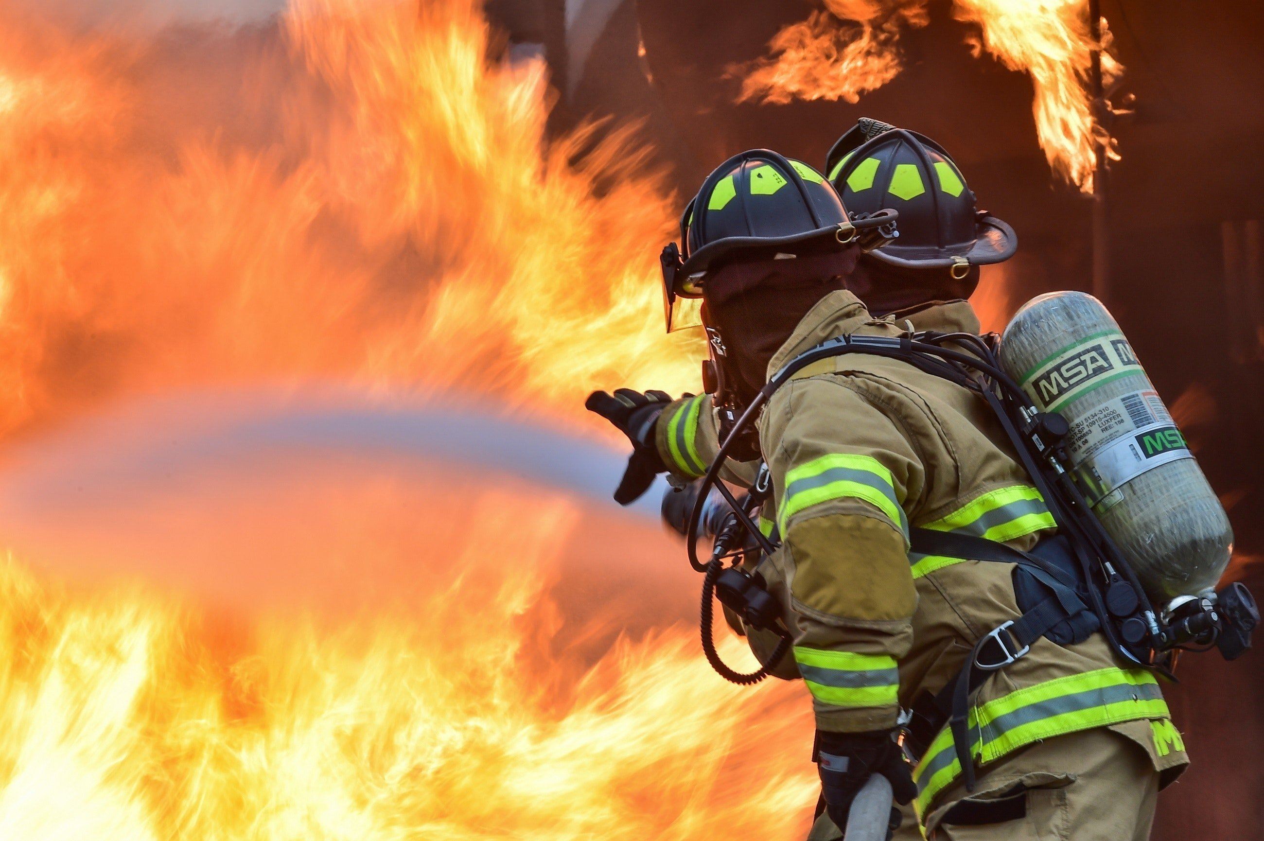 Firefighter fighting a fire. | Source: Pexels/ Pixabay