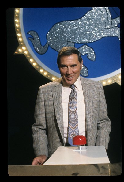 Gene Rayburn on set of a TV show | Photo: Getty Images