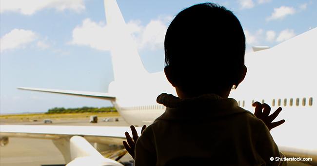 Avión debe regresar de emergencia porque una mamá olvidó a su bebé en el aeropuerto