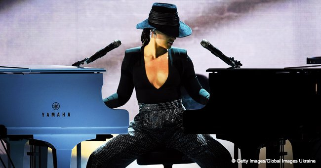 Alicia Keys was the 'perfect' Grammys host and even showed off by playing 2 pianos at once