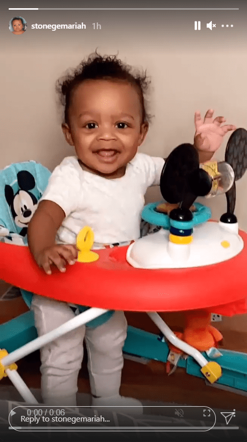 Bow Wow's son, Stone, dressed in a white onesie playing in his walker | Photo: Instagram/stonegemariah