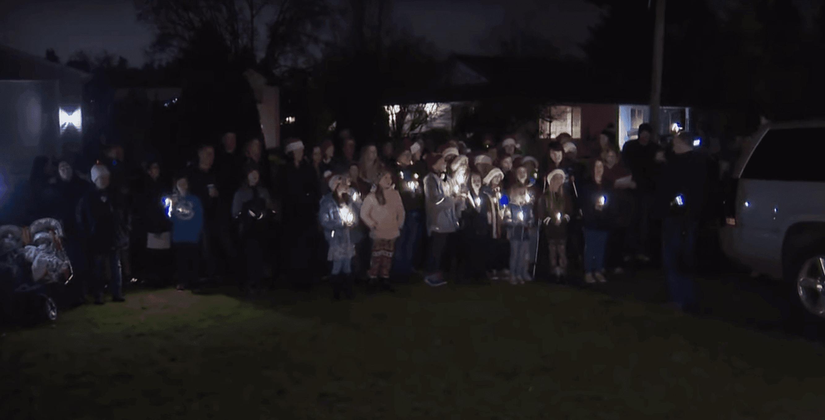 Students from York Elementary school caroling in Laurie Burpee's front yard in Vancouver, Washington | Source: YouTube/KGWNews