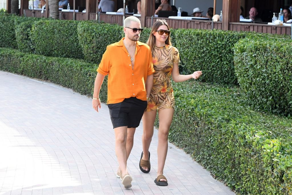 Scott Disick and Amelia Hamlin are seen walking at the beach in Miami, April 2021 | Source: Getty Images