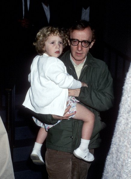 Woody Allen and Dylan Farrow on May 2, 1989 at Mia Farrow's Apartment in New York City, New York, United States. | Photo: Getty Images