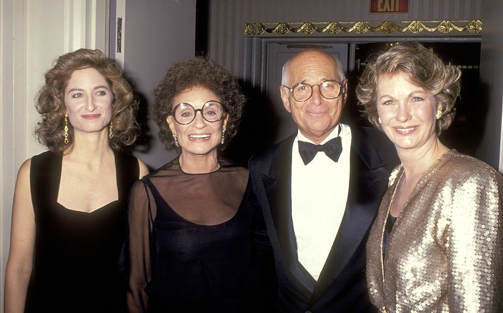 Norman Lear, his daughter, ex-wife Frances Lear, and wife Lyn Lear at the People for the American Way's Sixth Annual 'Spirit of Liberty' Award Dinner in 1989 in New York City | Source: Getty Images