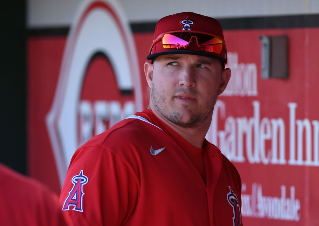 Mike Trout #27 of the Los Angeles Angels prepares for a spring training game against the Cleveland Indians on March 03, 2020. | Photo: Getty Images