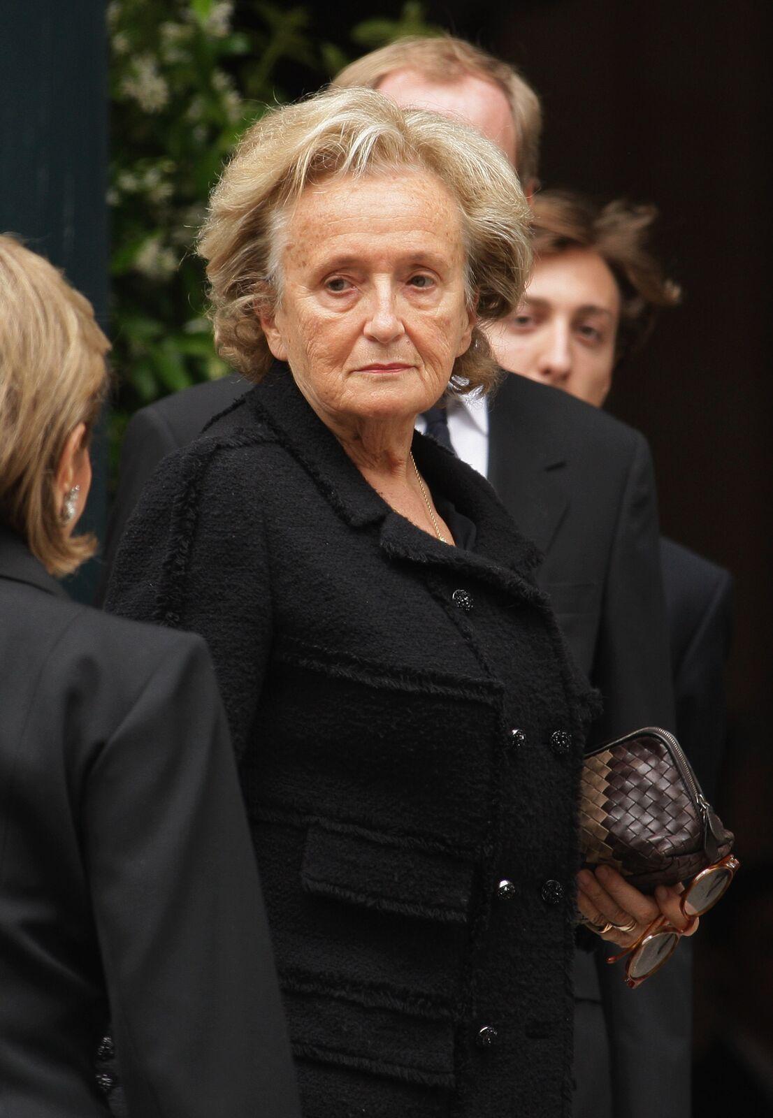 Bernadette Chirac assiste aux funérailles d'Yves Saint Laurent le 5 juin 2008 à l'église Saint-Roch à Paris, France. | Photo : GettyImage