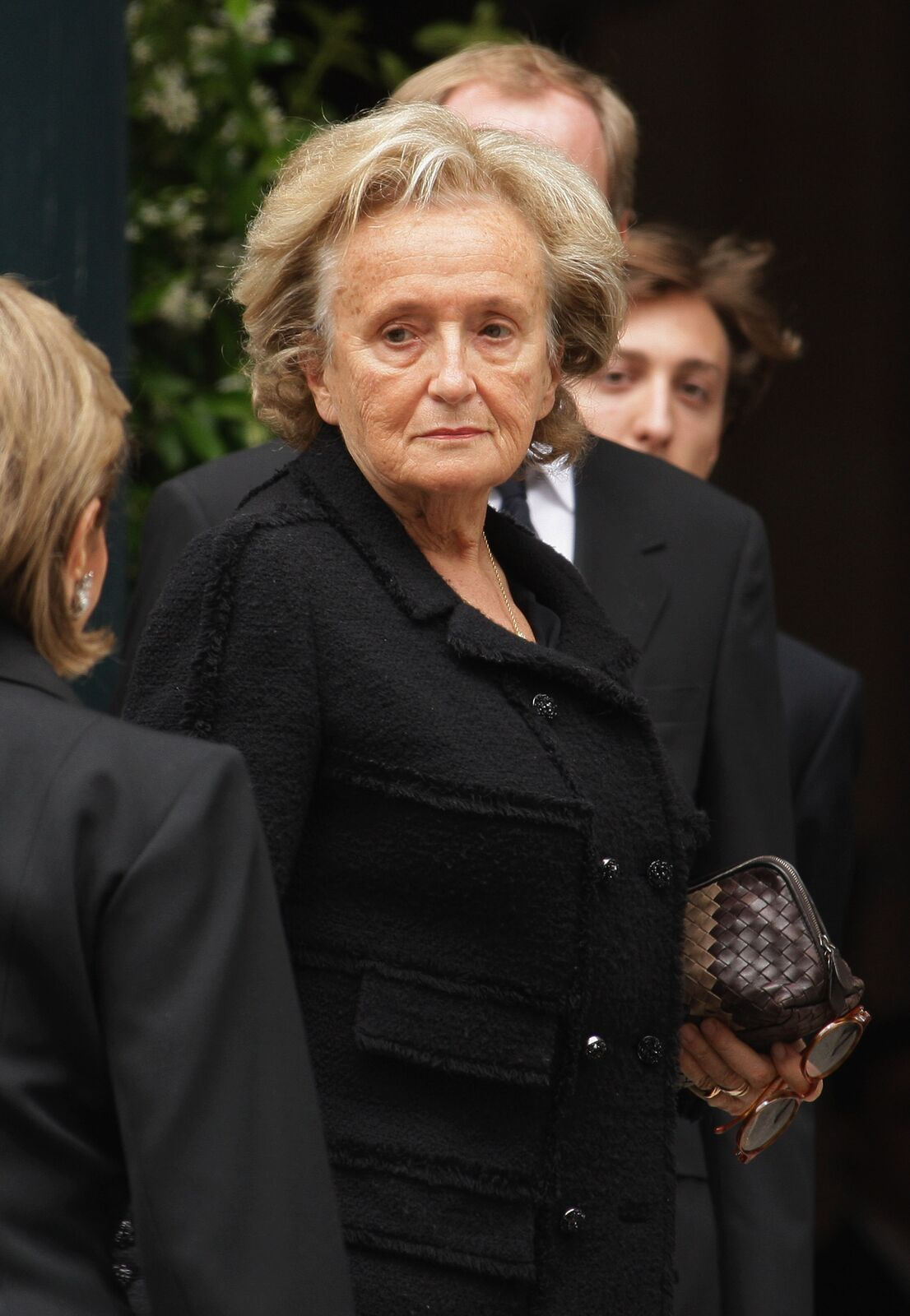 Bernadette Chirac assiste aux funérailles d'Yves Saint Laurent le 5 juin 2008 à l'église Saint-Roch à Paris, France. | Photo : GettyImage