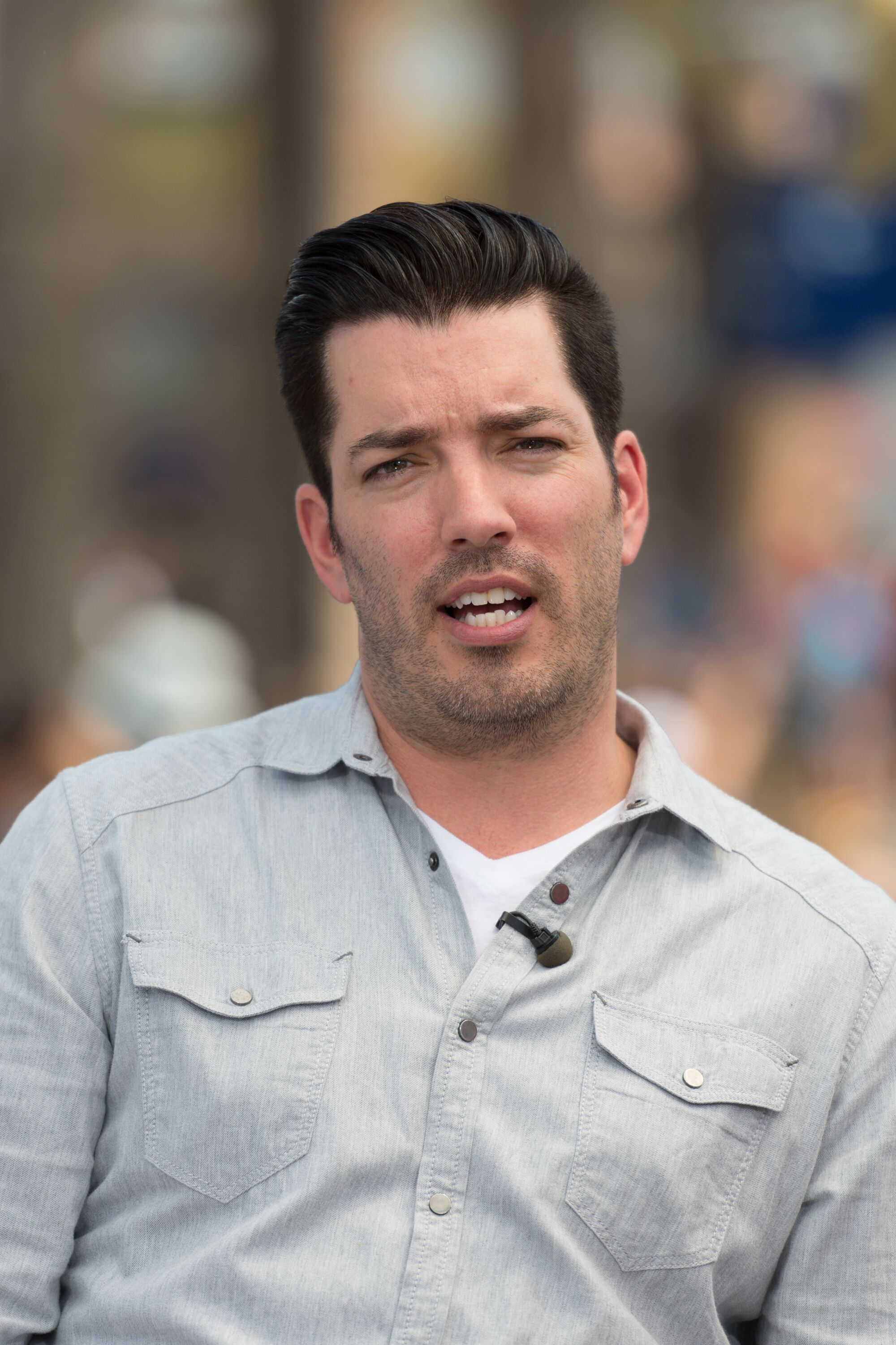 "Jonathan Scott from ""Property Brothers"" visits ""Extra"" at Universal Studios Hollywood 