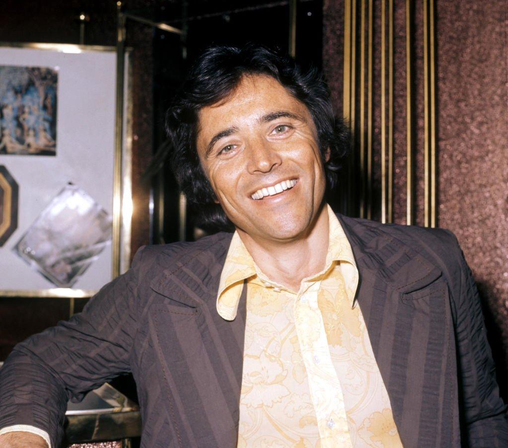 Sacha Distel à Paris en 1974. l Source : Getty Images