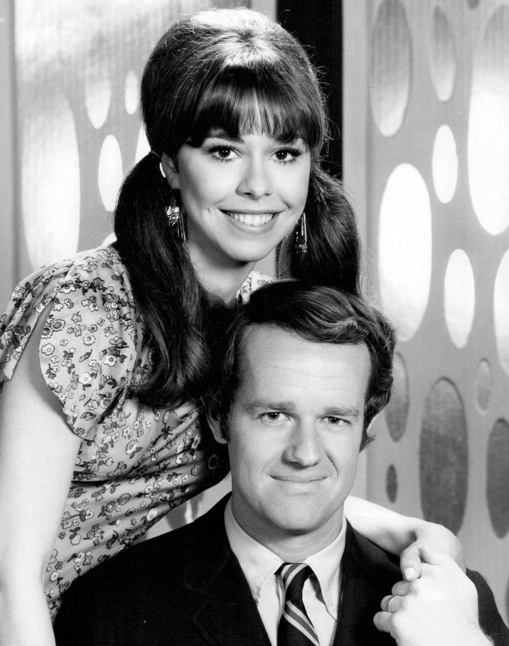 """Mike Farrell and Elaine Giftos, as Sam and Bobbe Marsh from the television medical drama """"The Interns,  circa 1970.   Photo: Wikimedia Commons"""