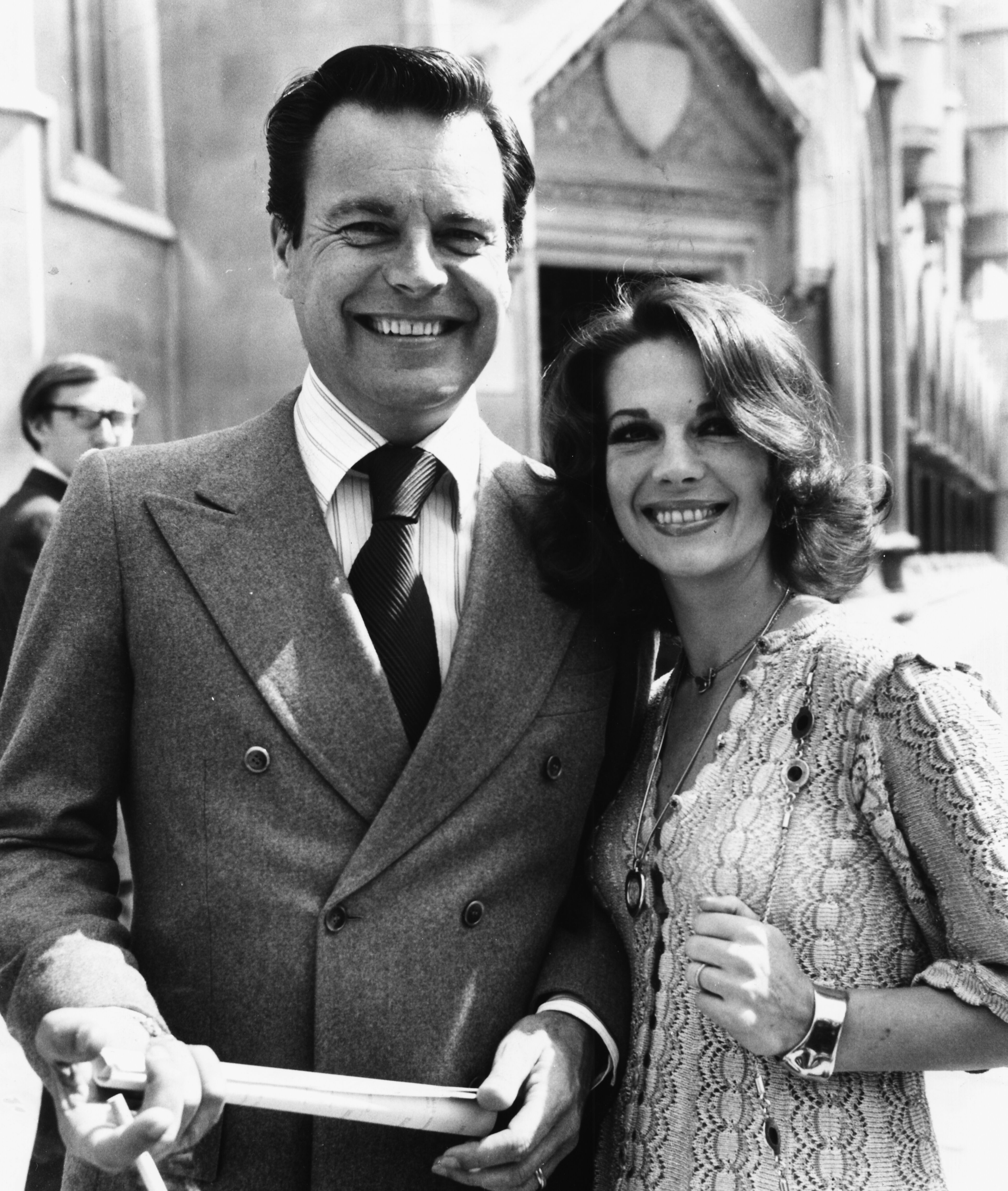 Natalie Wood and Robert Wagner in London, July 1st 1976. | Source: Getty Images
