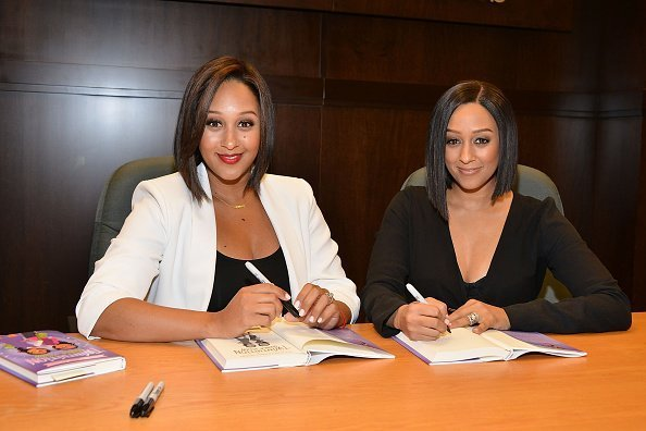 Tamera Mowry and Tia Mowry sign and discuss their new book 'Twintuition' at Barnes & Noble bookstore at The Grove on April 21, 2015 | Photo: Getty Images