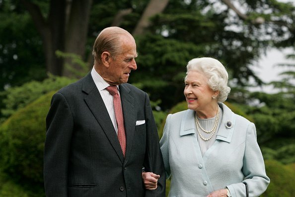 The Queen Elizabeth II and Prince Philip, The Duke of Edinburgh re-visit Broadlands, to mark their Diamond Wedding Anniversary on November 20 | Photo: Getty Images