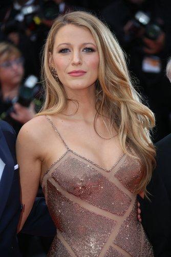 Blake Lively asiste al estreno de 'Cafe Society' y a la Gala de la Noche de Inauguración durante el 69 ° Festival de Cine de Cannes en el Palais des Festivals el 11 de mayo de 2016 en Cannes, Francia. | Fuente: Shutterstock