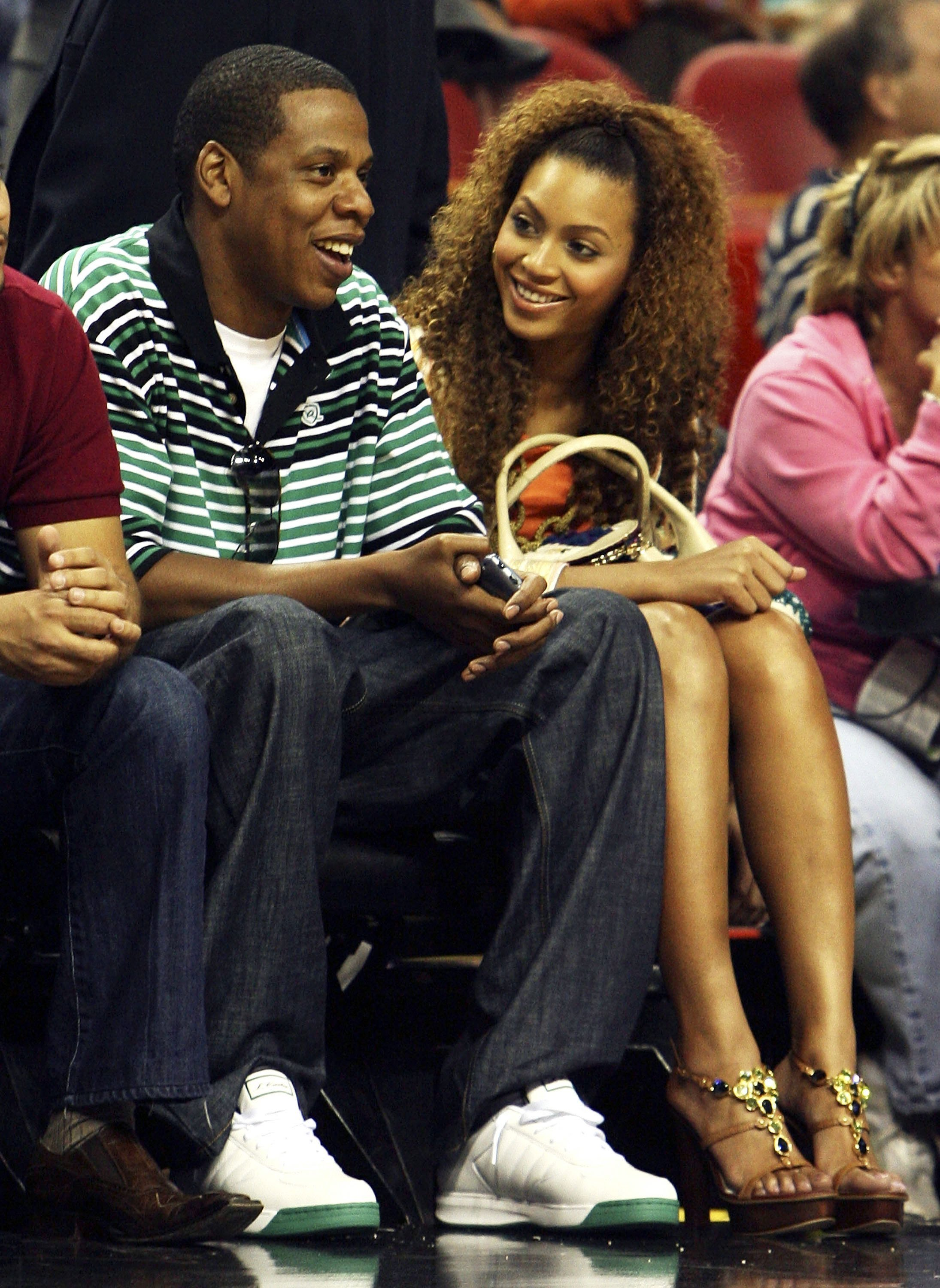 Jay-Z and Beyonce attend a game between the Toronto Raptors and the Miami Heat on April 11, 2006. | Photo: GettyImages