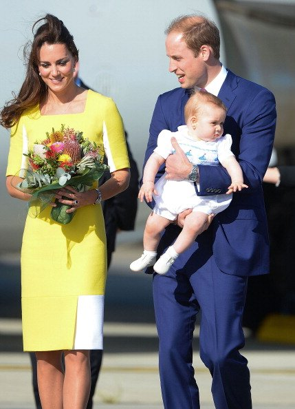 Kate Middleton, Prince William, and Prince George at Sydney Airport on a Australian Airforce 737 aircraft on April 16, 2014. | Photo: Getty Images
