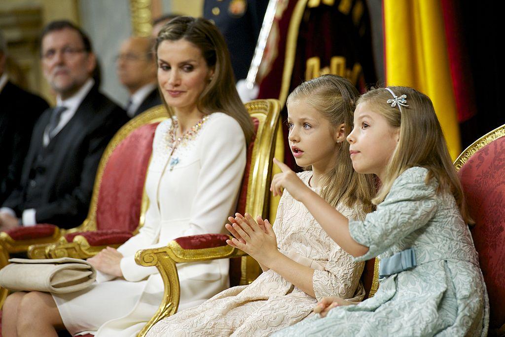 La reina Letizia junto a la princesa Leonor y la infanta Sofía.  Fuente: Getty Images