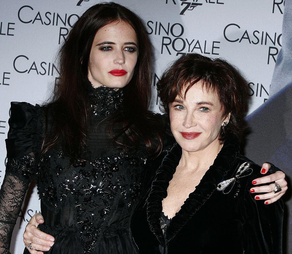 """Eva Green et Marlène Jobert pour la première de """"Casino Royale"""". l Source : Getty Images"""