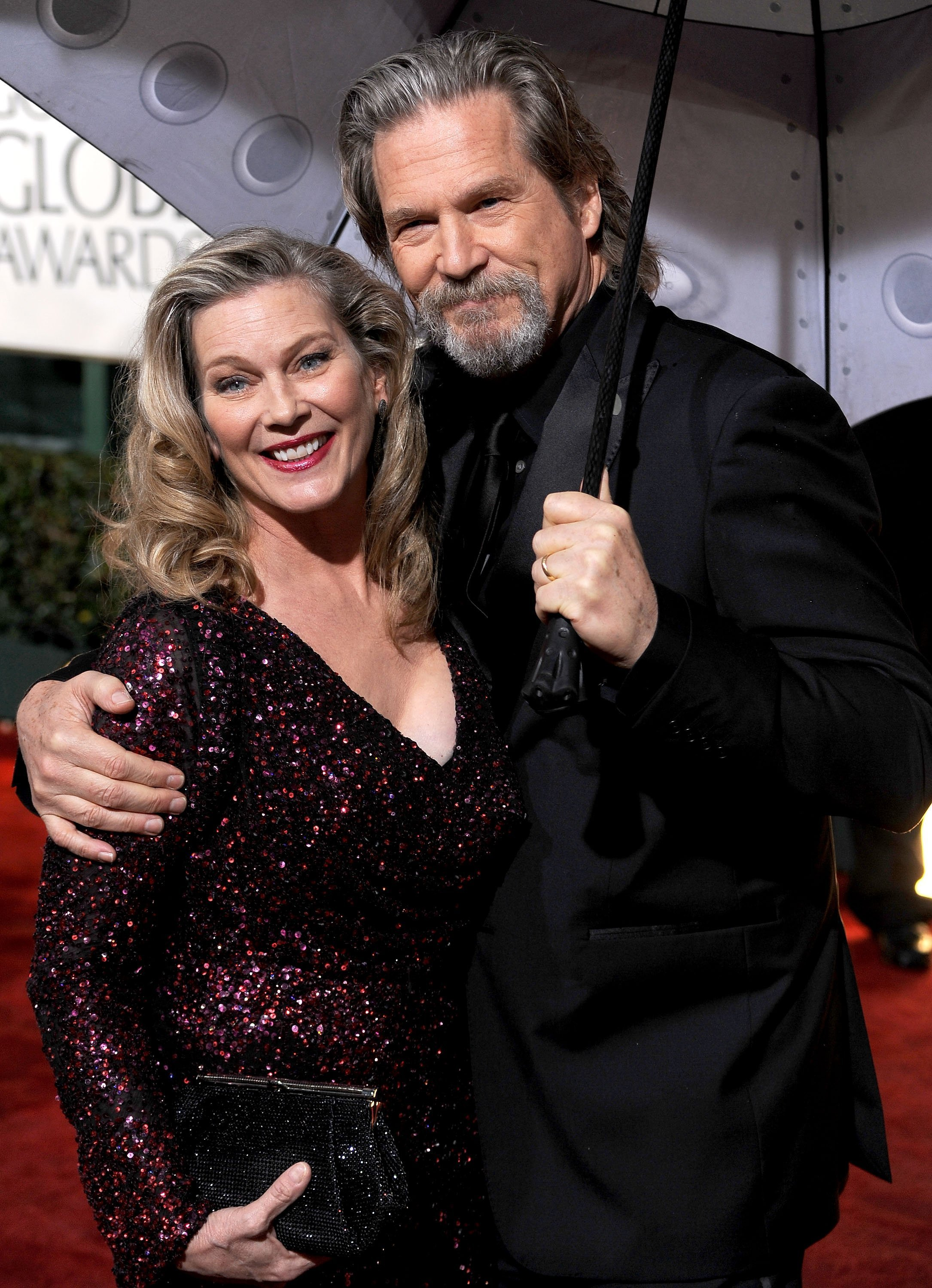 Susan Geston and actor Jeff Bridges arrive at the 67th Annual Golden Globe Awards on January 17, 2010. | Source: Getty Images